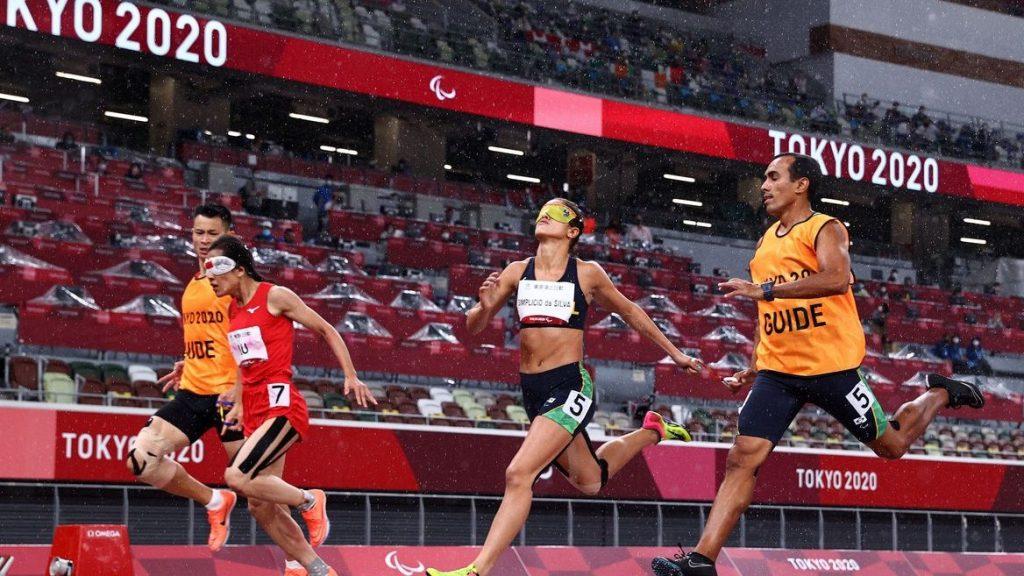 Brasil conquista pódio duplo nos 200 metros feminino T11