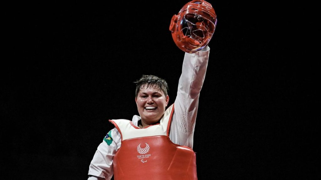 Débora Menezes leva a prata no parataekwondo em Tóquio